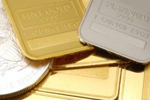 طلا افت کرد و نفت سربلند شد