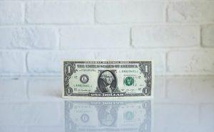 ایست کامل دلار